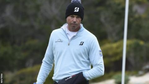 Matt Kuchar says he will pay temporary caddie in full after