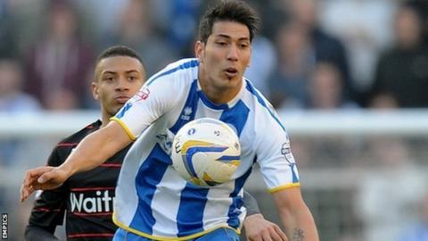 Brighton & Hove Albion's Leonardo Ulloa chests the ball under pressure from Reading's Michael Hector