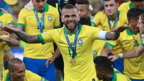 Veteran Dani Alves signs deal with Brazil's Sao Paulo | AP sports