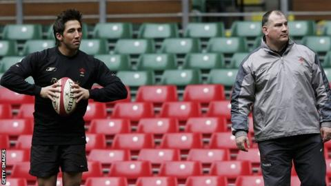 Gavin Henson and Mike Ruddock during a Wales training session in 2005