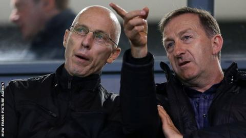 Huw Jenkins makes a point to Swansea manager Bob Bradley