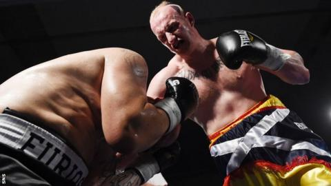 Gary Cornish (right) on his way to victory over Zoltan Csala