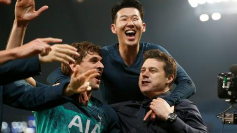 Fernando Llorente, Son Heung-min and Mauricio Pochettino celebrate