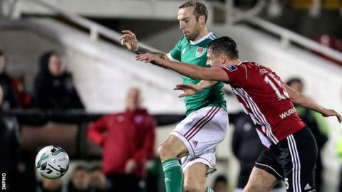 Cork striker Karl Sheppard and Candystripes defender Eoin Toal in a race for the ball