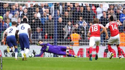 Hugo Lloris saves late penalty
