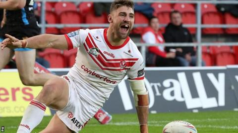 Tommy Makinson celebrates