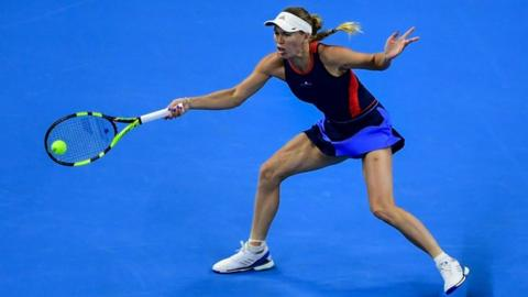 Wozniacki waltzes past Wang into China Open final