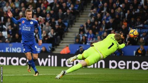 Leicester City forward Jamie Vardy scores against Everton