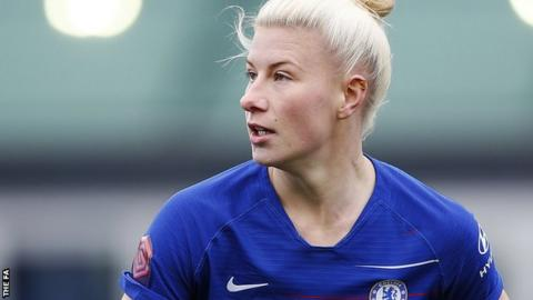 Bethany England in action for Chelsea