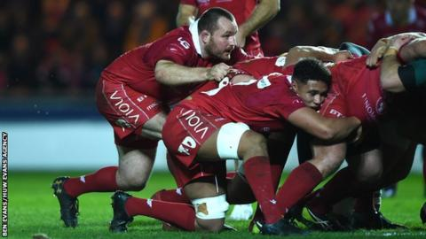 Hooker Ken Owens has played Scarlets' last two games as an emergency number eight