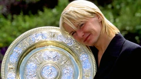 Jana Novotna with the 1998 Wimbledon trophy