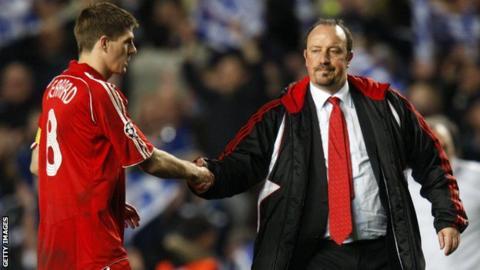 Steven Gerrard shakes hands with Rafael Benitez