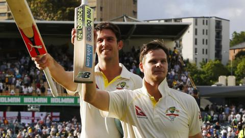 Steve Smith & Mitchell Marsh raise their bat