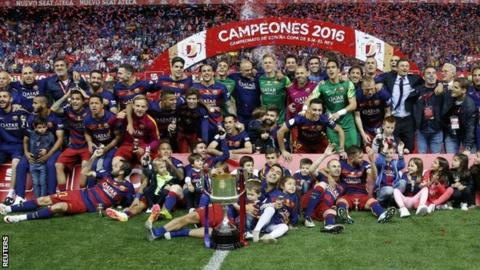 Barcelona celebrate winning the Copa del Rey for the 28th time