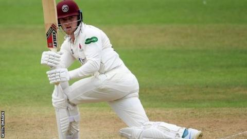 County Championship: Somerset beat Warwickshire to stay in