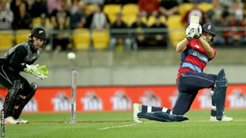 England beats New Zealand by 2 runs in tri-series T20