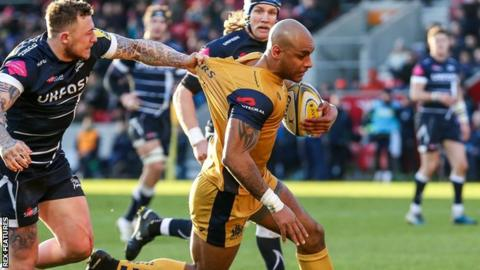 Josh Charnley of Sale Sharks attempt the tackle as Tom Varndell of Bristol