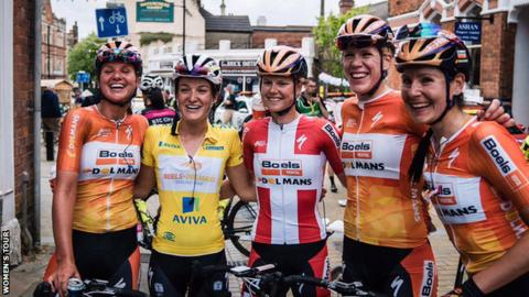 Lizzie Armitstead celebrates with her team-mates