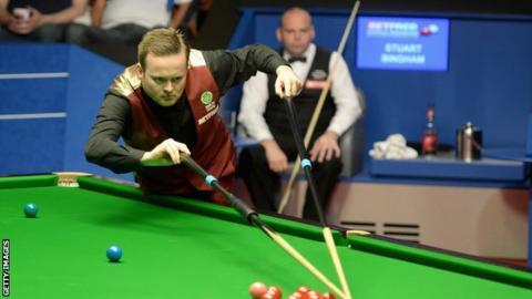 Shaun Murphy in action against Stuart Bingham