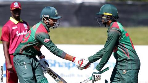 Bangladesh's Soumya Sarkar (L) shakes hands with Shakib Al Hasan (R) after reaching his half century