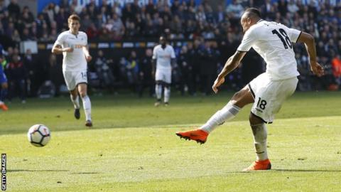 Jordan Ayew shoots and scores against Everton