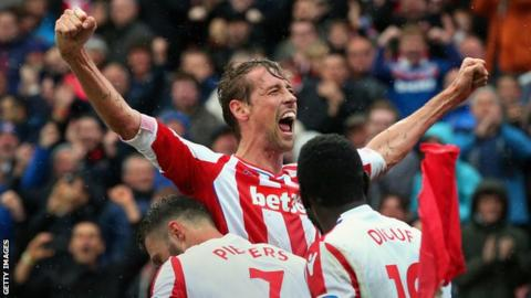 Peter Crouch commits to Stoke until the summer of 2019