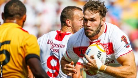 Alex Walmsley runs at the Papua New Guinea defence