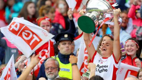 Neamh Woods lifts the Mary Quinn Cup after Tyrone's 6-08 to 1-14 victory over Meath