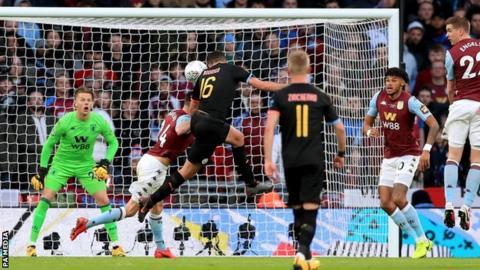 """Résultat de recherche d'images pour """"Aston Villa 1:2 Manchester City"""""""