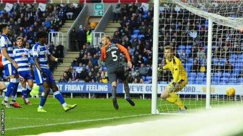 Mike van der Hoorn puts Swansea 3-0 ahead at Reading