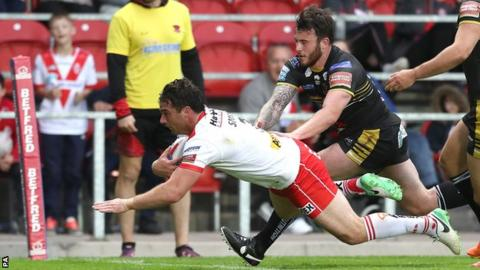 Matty Smith scores for St Helens