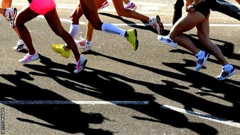 The Women's Elite Start gets underway during the 2009 London Marathon