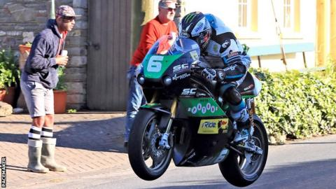 Michael Dunlop was back to his best in the Supertwins race on Thursday evening