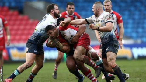Salford and Leeds in the tough conditions