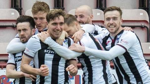 Dunfermline Athletic celebrate Joe Thomson's goal