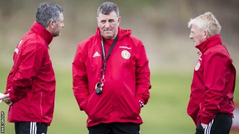 Mark McGhee at training with manager Gordon Strachan (right) and coach Tony Docherty (left)