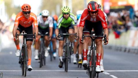 Michael Matthews wins stage six