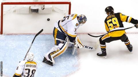Jake Guentzel scores for Pittsburgh Penguins