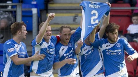 St Johnstone celebrate Graham Cummins' goal