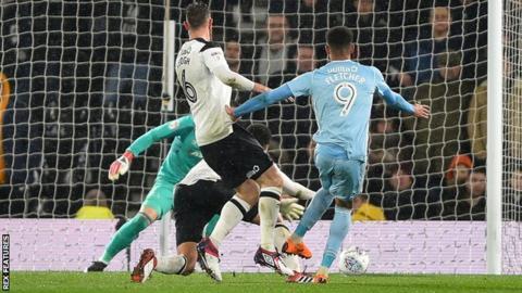 Ashley Fletcher scores for Sunderland