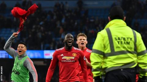 Manchester United's players celebrate at the final whistle after coming from 2-0 down to beat Manchester City