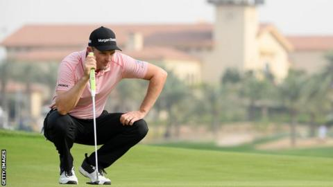 Li Haotong joins Dustin Johnson in share of lead at Saudi International