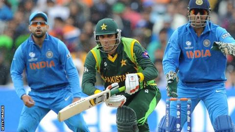 Pakistan's Misbah-ul-Haq (C) bats during the 2013 ICC Champions Trophy cricket match between Pakistan and India at Edgbaston