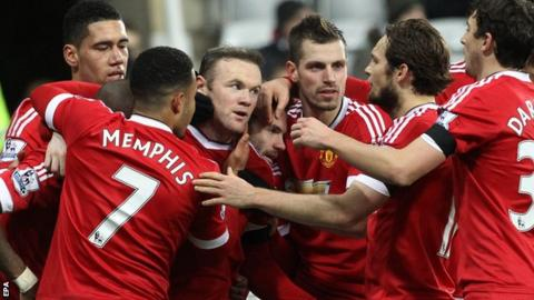 Manchester United narrowly overcame Sheffield United in the third round