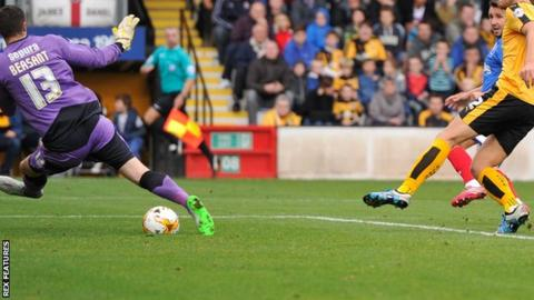 Matt Tubbs gives Portsmouth the lead at Cambridge