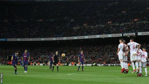 Lionel Messi scores for Barcelona against Alaves