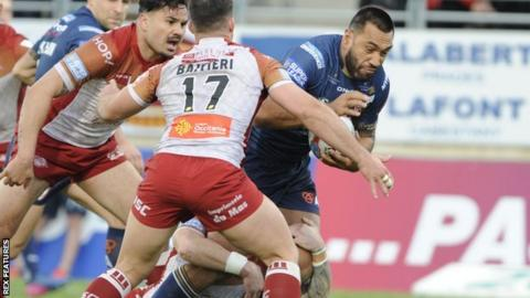 Zeb Taia of St Helens in action