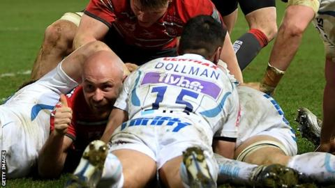 Willi Heinz scores a try for Gloucester