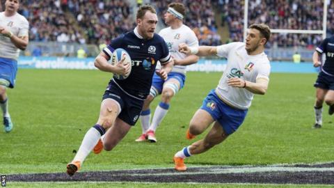 Stuart Hogg scores for Scotland against Italy