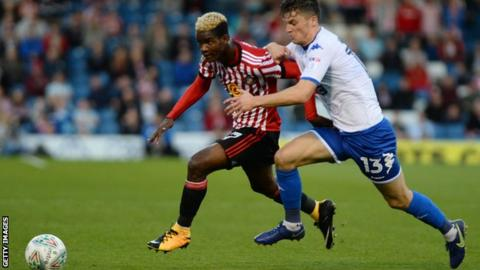 Watford wrap up loan signing of Sunderland midfielder Didier Ndong